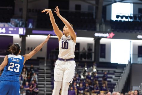 Women's Basketball: Wildcats cruise to victory over UIC