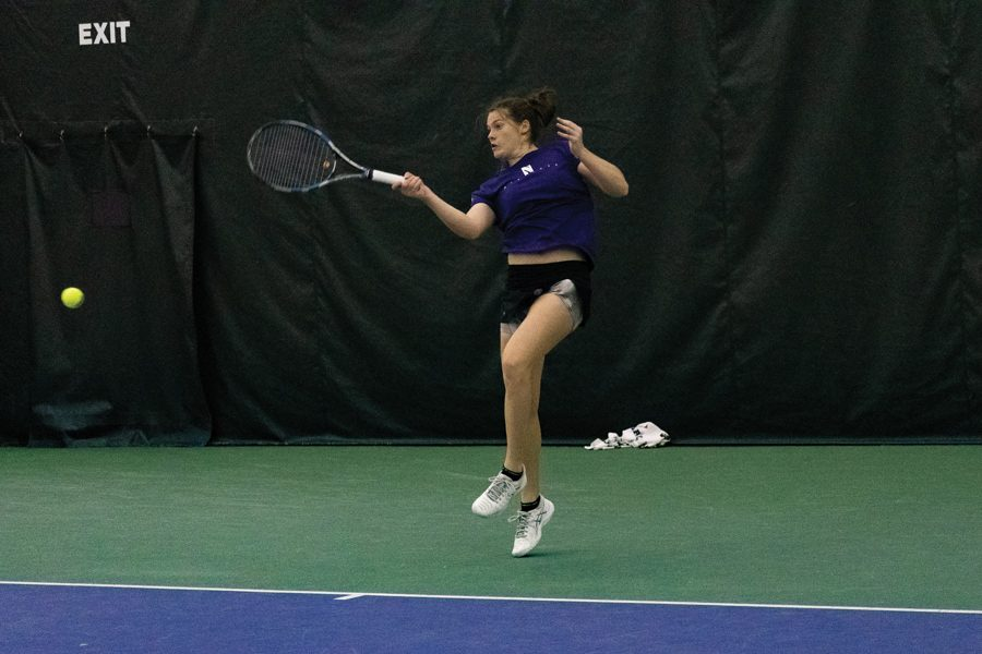 Julie+Byrne+hits+a+forehand.+She+had+a+successful+weekend%2C+but+Northwestern+split+its+two+weekend+matches.