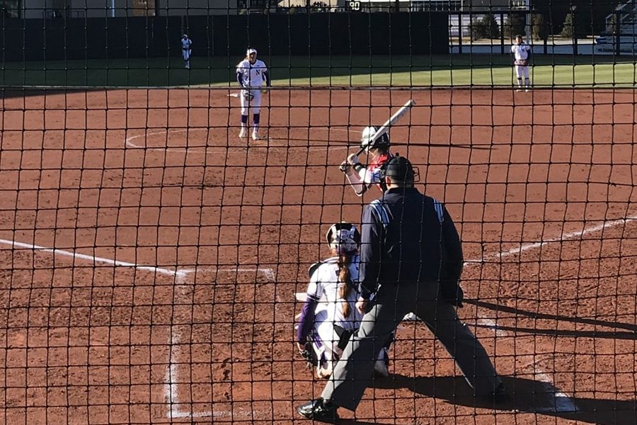 Danielle+Williams+looks+in+for+the+sign.+The+freshman+threw+her+sixth+complete-game+shutout+of+the+season+in+the+Wildcats%E2%80%99+win+on+Friday.