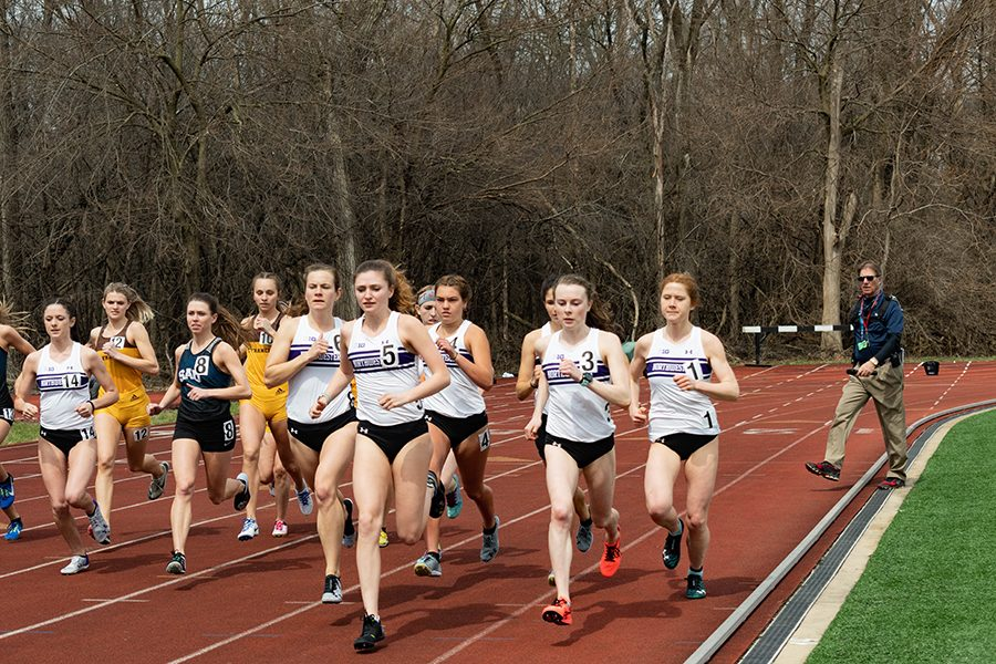 Sarah+Nicholson+leads+a+pack+of+runners.+The+junior+ran+a+season-best+time+in+the+10%2C000-meter+race+at+the+Mt.+Sac+Relays+on+Thursday.