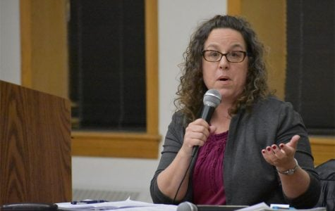 Leslie Combs, district director for Jan Schakowsky (9th) at Tuesday's meeting. Combs relayed Schakowsky's support for the Medicare for All Act introduced in February.