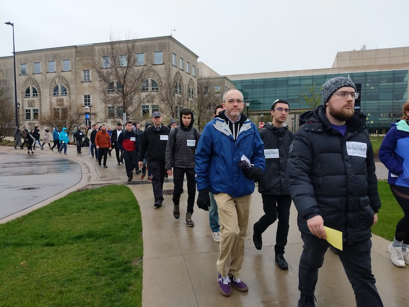 Students+march+down+campus+drive+as+part+of+Alpha+Epsilon+Pi%E2%80%99s+Walk+to+Remember+in+memory+of+Holocaust+victims.