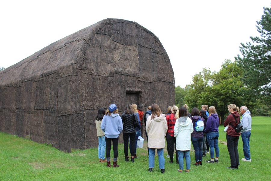Students+visit+the+Oneida+Long+House%2C+a+replica+of+a+traditional+structure+tribe+members+lived+in+during+the+1600s.