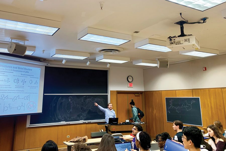 An+organic+chemistry+lecture.+Organic+chemistry+at+Northwestern+is+a+three-quarter+path+that+undergraduate+students+pursuing+specific+majors+involving+chemistry+are+required+to+take+after+completing+or+placing+out+of+the+general+chemistry+sequence.