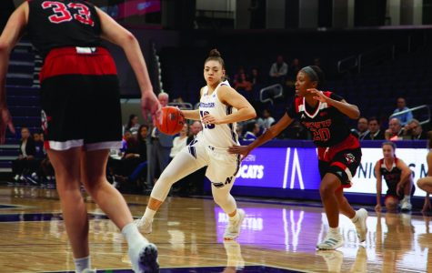 Women's Basketball: Northwestern blows out Lewis in exhibition game before the season