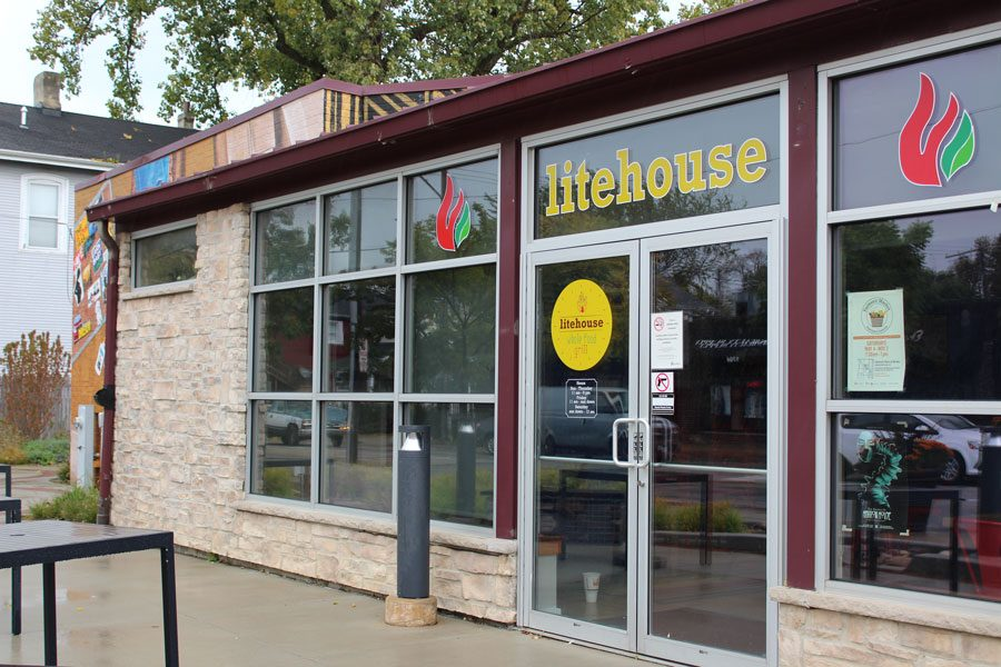 Litehouse+Whole+Food+Grill.+Located+across+from+Evanston+Township+High+School%2C+franchise+owner+Tanesha+Ford+said+she+wants+to+add+a+healthy+twist+to+traditionally+unhealthy+meals.