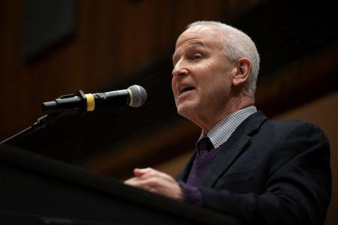 Schapiro addresses Jeff Sessions protest, praises University response at Family Weekend event