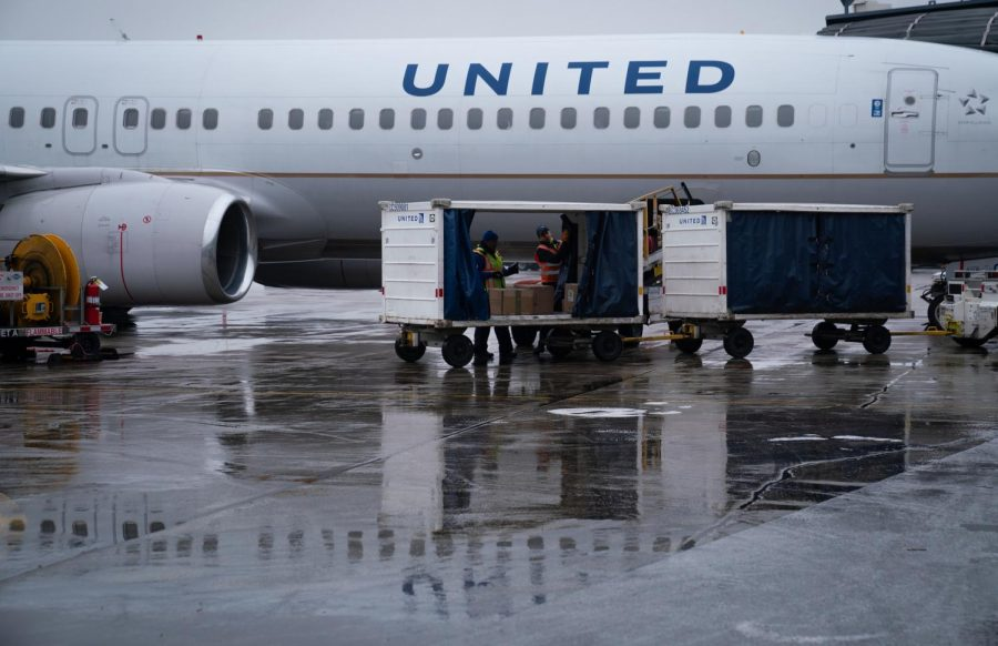 Baggage handlers on the United Airlines jet ramp at O'Hare International Airport, Wednesday, Jan. 15, 2020.