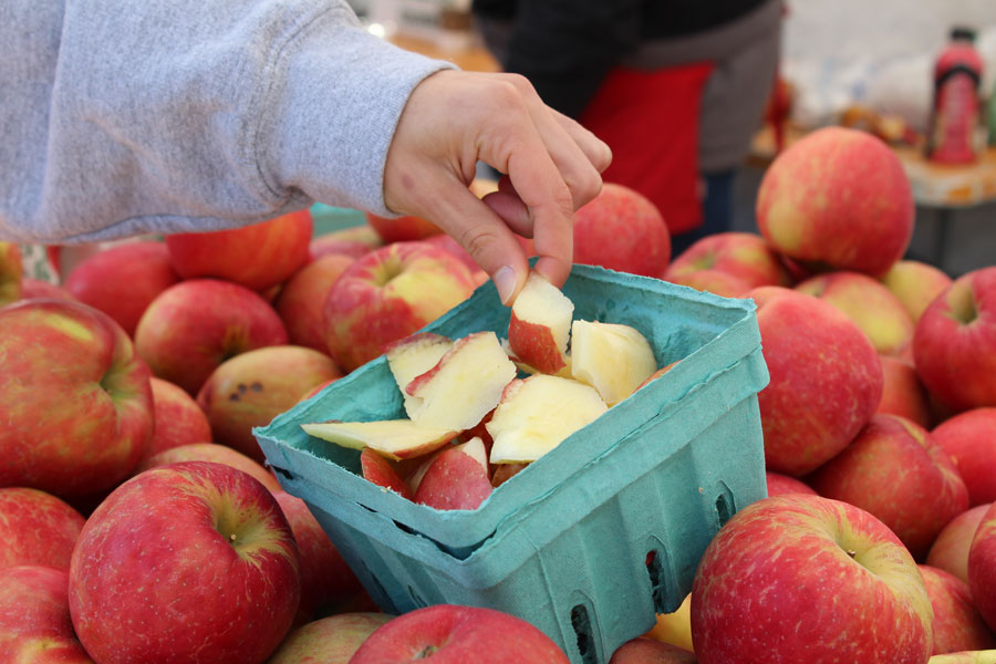 Apples+from+the+Evanston+Farmers%E2%80%99+Market.