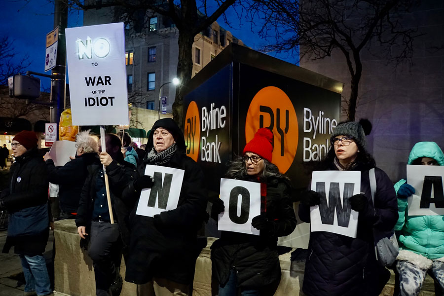 Protesters+at+the+Thursday+demonstration+organized+by+Indivisible+Evanston.+Community+members+expressed+their+opposition+to+President+Donald+Trump%E2%80%99s+recent+military+action+in+the+Middle+East.