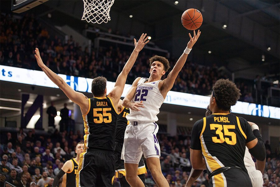 Pete+Nance+goes+up+for+a+shot.+The+sophomore+struggled+against+Iowa%E2%80%99s+Luka+Garza+on+Tuesday+night.