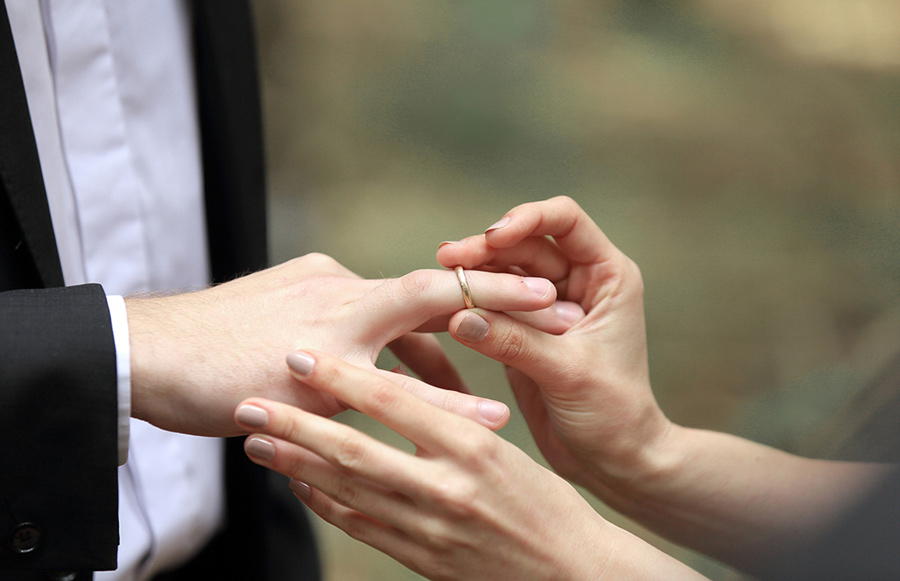 A person places a ring on another person's finger. Illinois is one of the states with the lowest divorce rates, with around 6.6 percent of marriages ending in divorce.