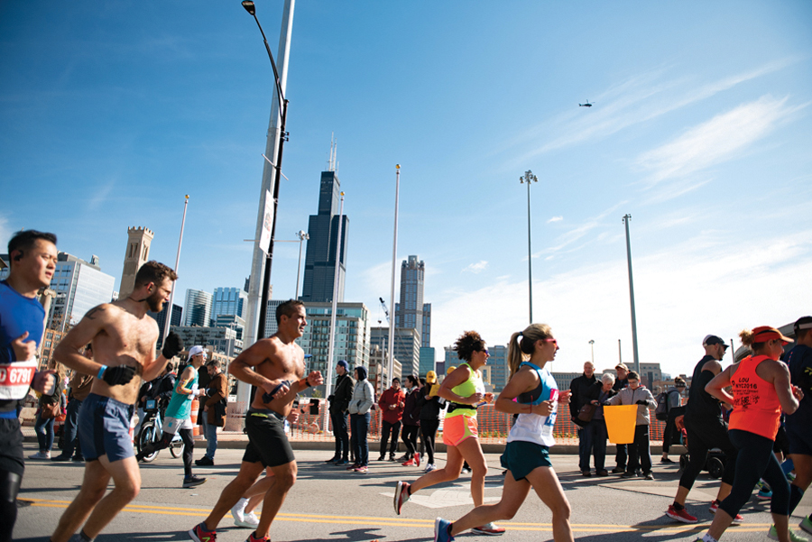 Participants+in+the+2019+Bank+of+America+Chicago+Marathon.+Commonwealth+Running+Company+will+be+opening+up+shop+to+runners+of+all+ages+and+skills+in+downtown+Evanston.%0A