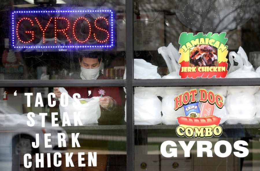 Gyros+Planet+and+Taqueria%2C+1903+Church+St.+Co-owners+Erika+Castro+Sanchez+and+Pablo+Sanchez+are+donating+free+meals+to+support+food-insecure+members+of+the+Evanston+community.