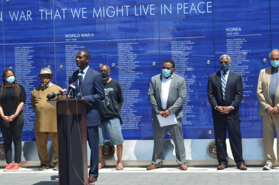 State Rep. La Shawn Ford (D-Chicago) in front of the war memorial at Fountain Square in Evanston at 11am Thursday. The press conference raised awareness for his bill addressing systemic racism in Illinois K-12 education, which emphasizes teaching black history as vibrant and essential to American history.
