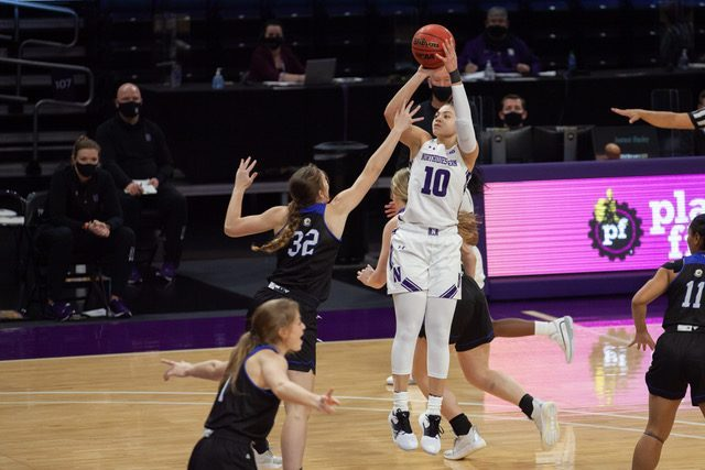 Lindsey+Pulliam+shoots+a+jumpshot.+The+junior+guard+finished+with+18+points+and+six+rebounds+in+No.+17+Northwestern%E2%80%99s+season-opener.+%0A