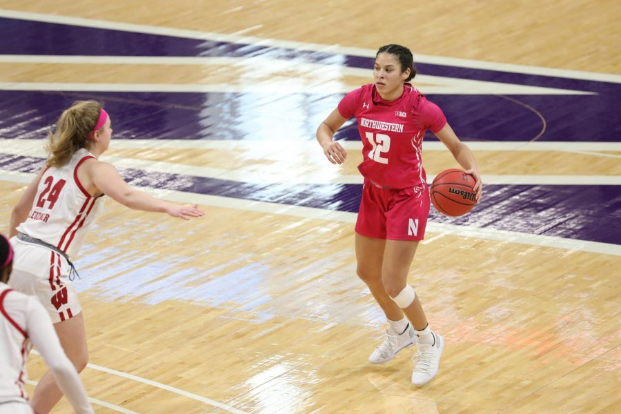 Veronica+Burton+dribbles+the+ball.+Burton+had+15+points%2C+six+rebounds%2C+six+assists+and+five+steals+in+Northwestern%E2%80%99s+dominant+win+over+Illinois.